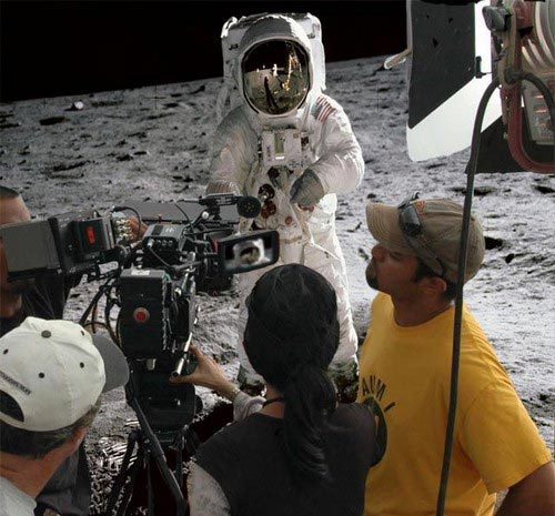 http://zooa.files.wordpress.com/2009/08/moon-landing.jpg